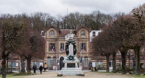 2012 Place de la Mairie Noisiel 30